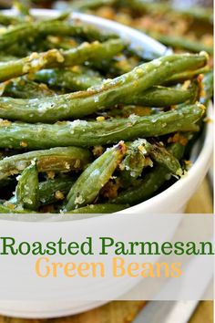 Roasted Parmesan Green Beans- delicious fresh green beans are roasted with a crunchy mixture of parmesan cheese and panko bread crumbs. They make the perfect side dish for any meal. Low Carb Recipes, Beef Recipes, Yummy Recipes, Vegetarian Recipes, Dinner Recipes, Cooking Recipes, Quick And Easy Appetizers, Healthy Appetizers, Healthy Snacks