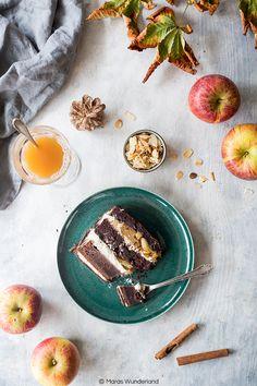 Obacht! Oberkrasse, zimtige, mit Äpfeln beladene und mega schokoladige Torte am Start! Ein kulinarisches Herbstgedicht sozusagen. Gut, das ist vielleicht... weiterlesen