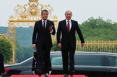 Rusya Devlet Başkanı Vladimir Putin, Fransa Cumhurbaşkanı Emmanuel Makron ile Paris'te gerçekleştirdiği görüşmenin ardından düzenlenen basın toplantısında konuştu. Vladimir Putin, Rusya'da Fransız işadamlarına büyük fırsatlar kurulduğunu belirtti.
