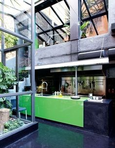 @R R how totally random.... i just found another garage with glass doors converted into a loft. it's in barcelona. i'll go halfsies with you as a vacation home, lol.