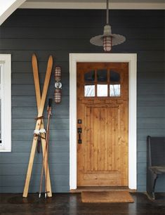 Rustic & Industrial Home With A Very Particular Design Aesthetic (cottage exterior paint) Cottage Exterior Colors, Exterior Color Schemes, Design Exterior, House Paint Exterior, Rustic Exterior, Rustic Entry, Modern Entry, Wood Exterior Door, Exterior Siding