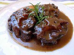 Estofado de rabo de toro de Las Ventas. El plato más típico del ambiente taurino. Todos los restaurantes y tascas que rodean la plaza de toros de Las Ventas lo preparan.