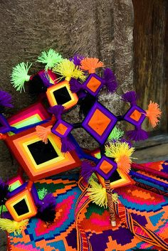 """Ojos de dios"", arte huichol de Nayarit, México."