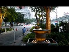 Sentosa Boardwalk towards Resort World Sentosa using the travelator and back to Vivo City by the lower deck of the Boardwalk where the res...