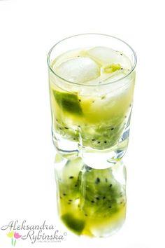 Aleksandra's Recipes: Caipiroska with lime and kiwi