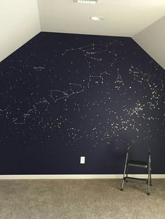 Painted with gold and silver paint pens in a deep blue wall. 37 Beautiful Minimalist Decor Ideas That Will Make Your Home Look Fabulous – Constellation map mural. Painted with gold and silver paint pens in a deep blue wall. Constellation Map, Interior And Exterior, Interior Design, Design Room, Home And Deco, Dream Rooms, Dream Bathrooms, Minimalist Decor, Minimalist Design