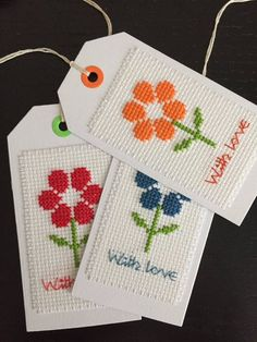 """3 voltooid handgemaakte Cross Stitch Gift Tags """"With love"""""""