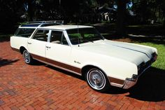 1967 Oldsmobile Vista Cruiser friends had one exactly the same back in 67