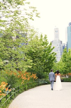 bride and groom with Manhattan skyline in Central Park