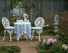I would love a nice little nook like this in my backyard. :-)