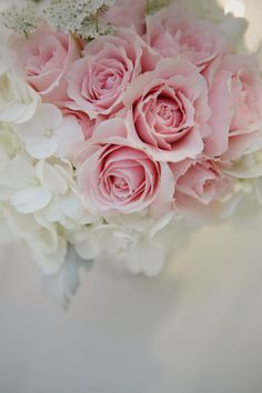 pink roses and white hydrangea bouquet