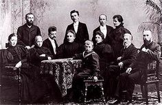Date 1896 The Järnefelt family with composer Jean Sibelius (1865–1957). Standing: Arvid, Armas, Eero and his wife Saimi Järnefelt. Seated: Aino Sibelius, Elisabeth Järnefelt, Jean Sibelius, Emmy (Arvid's wife) and Eero (Arvid's son), Elli Järnefelt (Aino's sister), Mikael Clodt (Elisabeth's brother) and Kasper Järnefelt. This picture was taken after August Alexander Järnefelt's death in 1896. - Järnefeltin perhe August Alexander Järnefeltin kuoleman jälkeen vuonna 1896.