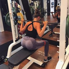 Knäböj smith böj boxböj träning workout legs legday leg ben rumpa - HENRIETTA OTTERSTEN ♀️ (@henriettaottersten)