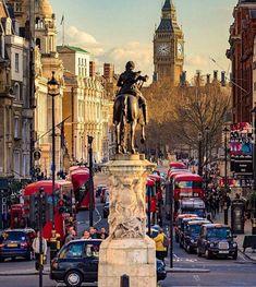 The view from Trafalgar Square 🇬🇧 [ 📸 ] London Eye, London City, Trafalgar Square, England Ireland, London England, Westminster, Big Ben, Rio Tamesis, Purpose Of Travel
