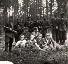 Lublin, Poland, A group of Polish and Jewish partisans in the Yanov forests. Lest We Forget, Historical Pictures, Women In History, Back In The Day, World War Two, Wwii, Poland, French Resistance, Warsaw Uprising