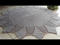 TAPETE GIRASOL SIMPLES !!! - YouTube Doilies, Mandala, U2, Pasta, Youtube, Crochet Doily Rug, Crochet Men, Crochet Curtain Pattern, Crochet Rugs