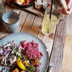 144 vind-ik-leuks, 7 reacties - ⠀⠀⠀⠀⠀⠀⠀⠀⠀⠀⠀LAVINIA GOOD FOOD (@laviniagoodfood) op Instagram: 'Meal of the day 🌱 . #amsterdam #netherlands #salad #vegan #lemonade #chailatte #restaurant…'