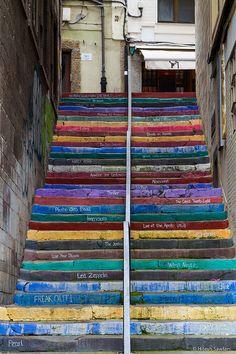 Decoración de unas escaleras de cimadevilla.