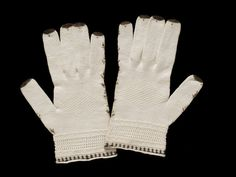 Regency gloves Pair of gloves of knitted cream cotton embroidered with brown silk. 1795-1825