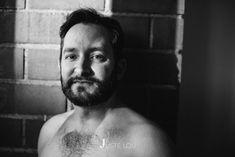 A la luz y a la sombra todo está permitido #justelou #justeangel #retrato #retratointimo #portrait #lifestyle #intimateportraits #intimatelifestylephotographer #hombre #man #justelousession