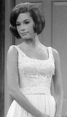 The Dick Van Dyke Show Dick Van Dyke, Mary Tyler Moore Costume Design: Harald Johnson, Marge Makau Not to be forgotten, but. Laura Petrie, Mary Tyler Moore Show, Vintage Movie Stars, Vintage Hollywood, Vintage Tv, Vintage Hair, Classic Hollywood, Fashion Tv, 1960s Fashion
