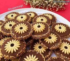 Image may contain: food - Ramadan Desserts, Ramadan Decorations, Waffle Iron, Cake Decorating Tips, Mini Cupcakes, Biscotti, Gingerbread Cookies, Gelato, Nutella