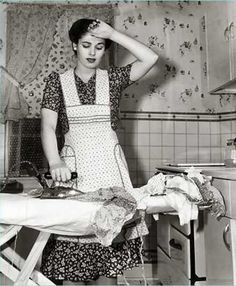 Alice Jean's: Housewife quotes - Modern Images Vintage, Vintage Pictures, Vintage Photographs, Old Pictures, Old Photos, Vintage Ads, Fee Du Logis, Vintage Housewife, 1950s Housewife