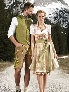 """Fantastic Astrid Söll Dirndl by Angermaier """"Rosalie"""" with elaborate lace . Fantastic Astrid Söll Dirndl by Angermaier """"Rosalie"""" with an elaborate lace apron. Green Fashion, Look Fashion, Fashion Beauty, Dress Outfits, Fashion Outfits, Womens Fashion, Oktoberfest Outfit, Mode Man, Best Wedding Colors"""