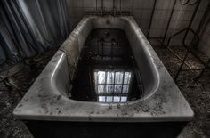 Cane hill abandoned asylum by Andre Govia. http://www.flickr.com/photos/andregovia/3569156049/in/faves-20555714@N00/