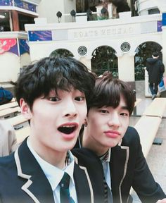 Read 😍😍 from the story Stray Kids PICS! Wattpad, Romance, Kids Wallpaper, Extended Play, Lee Know, Kpop Boy, Lee Min Ho, Minho, Korean Boy Bands