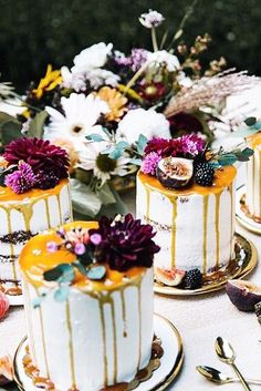 18 Delicious And Trendy Drip Wedding Cakes | 18 Delicious And Trendy Drip Wedding Cakes ❤ See more: http://www.weddingforward.com/drip-wedding-cakes/ #wedding #drip #cakes