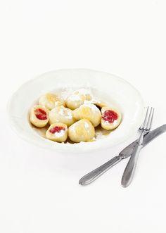 Máte chuť na sladký obed? Tvarohové guľky s jahodami sú dokonalé