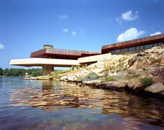Frank Lloyd Wright house Petra Island that Angelina Jolie bought for Brad Pitt. Cantilever Architecture, Organic Architecture, Beautiful Architecture, Residential Architecture, Architecture Design, Casas De Frank Lloyd Wright, Frank Lloyd Wright Homes, Brad Pitt, Wisconsin