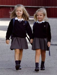 Beautiful and innocent and responsible little girls Frederick inaglles mummy busy households and Samantha Chloe Elizabeth Harriet Olsen five months old the sisters attend private schools School Uniform Outfits, Cute School Uniforms, Kids Uniforms, Uniform For Kids, Catholic School Uniforms, Cute Girl Outfits, Little Girl Dresses, Kids Outfits, Private School Uniforms
