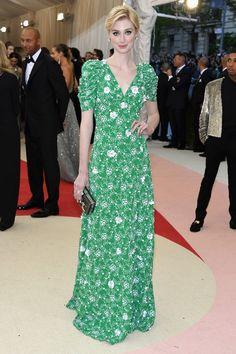 Elizabeth Debicki wore a Prada spring green gown accessorised with a charcoal plexi box clutch also by Prada.