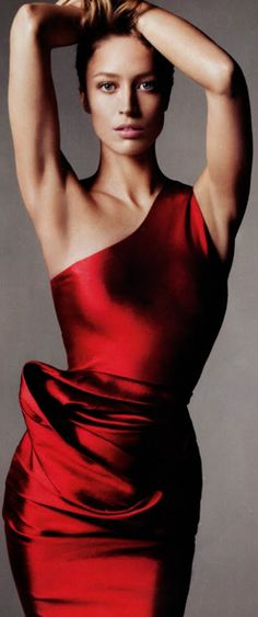 ~Christy Turlington Vogue editorial wearing Vera Wang | House of Beccaria