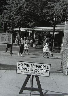Sign No White People allowed in Zoo today, Occasionally, a few days were designated to allow black people to attend the zoo with the restriction placed on whites. The things our history books don't tell us. African American History, History Books, History Facts, World History, History Photos, Kings & Queens, Cultures Du Monde, Photos Rares, By Any Means Necessary