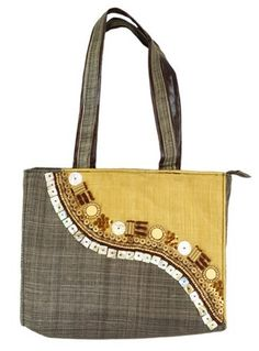 Sinamay Totebag with Seashell Details