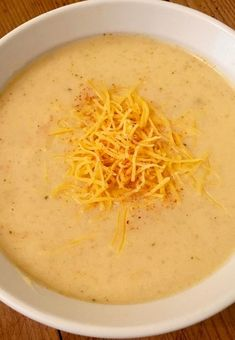 Creamy Cheddar Apple Soup Recipe - this is the perfect recipe to make for fall. You know cheddar cheese tastes amazing on apple pie, so now it's time to try the combination in this creamy soup. Cheesy Soup Recipe, Creamy Soup Recipes, Fall Soup Recipes, Chowder Recipes, Crockpot Recipes, Winter Recipes, Chili Recipes, Apple Soup, Apple Pie