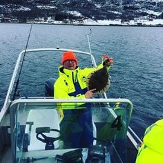 Fishing season has started🐟 First guests from Finland this year.. #andørjahavfiskesenter #rødspette #europeanplaice #plaice #bookwithus #norway #visitnorway #fishing #fishingnorway #norwaynature #fish #fiske #finland #tourism #havfiske #seafishing #boat #sea #northnorway #hotel #ignordnorge #april #winter