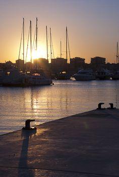 Puerto deportivo de Torrevieja | Cerca de Zenia Boulevard | Alicante | Spain Travel Around The World, Around The Worlds, Torrevieja, Alicante Spain, 3 I, Andalusia, Bella, Places To Travel, New York Skyline