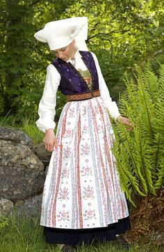 Traditional Norwegian folk costumes - Page 5 Folk Fashion, Fashion Sewing, Norwegian Clothing, Norwegian People, European Costumes, Folk Clothing, Folk Costume, Traditional Dresses, Norway