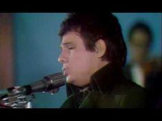 Jose Jose - El Triste en vivo 1970 Se que es triste, pero lo que me encanta es su voz y todo el equipo instrumental...la orquesta que lo acompaña a el y a todos estos cantantes maravillosos, con voces no arregladas con la nueva tecnologia....