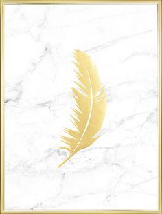 Poster med guldfjäder på marmor bakgrund.