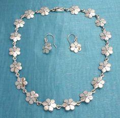 2a667de4e794 Joyeria de Plata   Silver Jewelry. Juego Collar-Arete de Plata