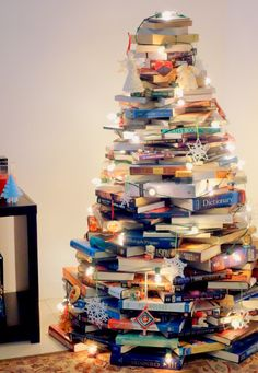 Building a bookish Christmas tree