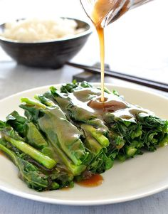 Restaurant Style Chinese Broccoli with Oyster Sauce (Only takes 5 min, and no, it's not just oyster sauce!)REAL Restaurant Style Chinese Broccoli with Oyster Sauce (Only takes 5 min, and no, it's not just oyster sauce! Broccoli Recipes, Vegetable Recipes, Vegetarian Recipes, Healthy Recipes, Chinese Broccoli Recipe, Asian Broccoli, Cheap Recipes, Delicious Recipes, Chinese Cooking Wine