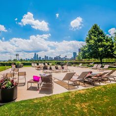 Just think, if this were home you could be enjoying the city views from its relaxing sundeck on a beautiful afternoon! #realestate #chicago #theloop #neweastside #photooftheday #beautiful #sun #views (via http://www.jamesonsir.com/eng/sales/detail/326-l-1253-8kmsz4/completely-remodeled-condo-chicago-il-60601)
