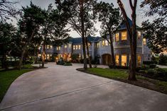Matrix Dallas Real Estate, Real Estate News, Sidewalk, Mansions, House Styles, Home Decor, Decoration Home, Manor Houses, Room Decor