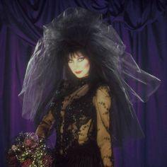 Collectible Pin Ups Dark Princess, Cassandra Peterson, Carolyn Jones, Tv Girls, Horror Icons, Kawaii Anime Girl, Anime Neko, Spooky Scary, Creepy